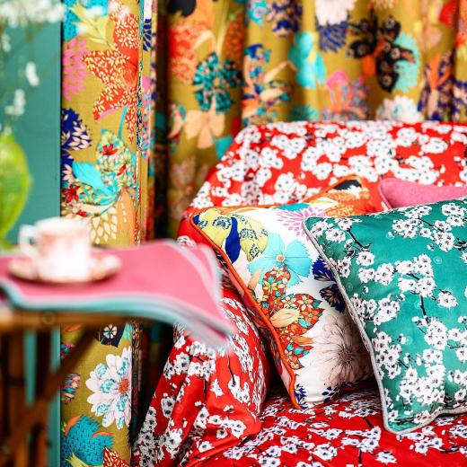 A kind of Colorful Japanese mix & match with our designs «printemps au Japon» printed on velvet & «Kimono Flowers» printed on coton #mixandmatch #japaneseinspiration #interiordesign #homedecor #colors #thevenon