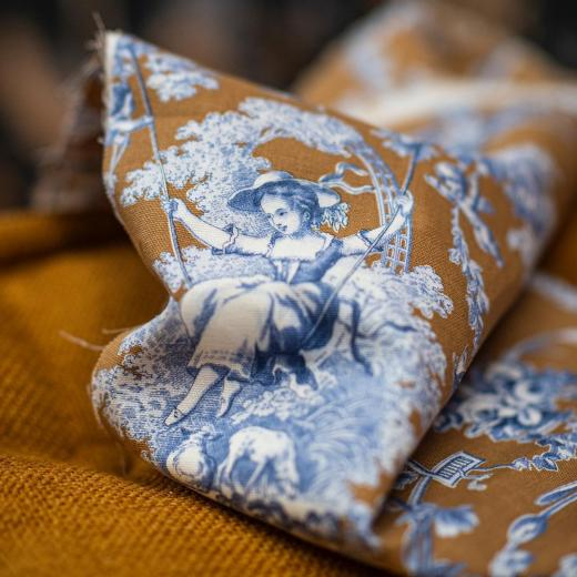 """Our toile de Jouy """"Ludivine"""" is coming back with stunning new colors #toiledejouy #interiordesign #homeinterior #history #frenchsavoirfaire set design by @anne_pericchidraeger and photo by @anneemmanuellethion"""